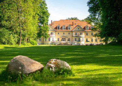 Kloster Saunstorf aus Parksicht