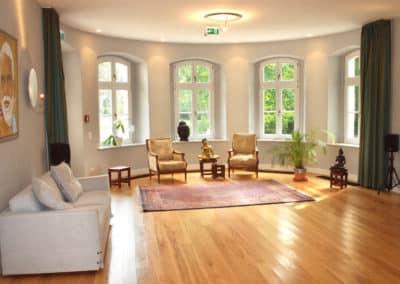 Kleiner-Saal-mit-Sofa-kloster-saunstorf