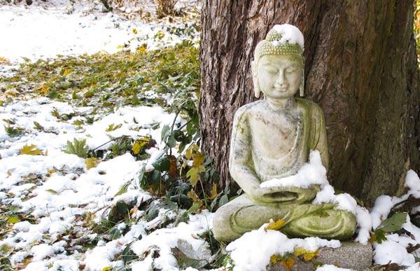 Buddha-im-Schnee-Gut-Saunstorf-Park