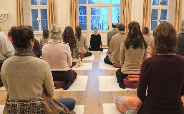 Meditation im großen Saal Klausurtage