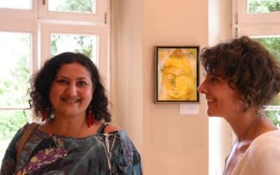 Interview: Nushin Morid über ihre Ausstellung auf Gut Saunstorf und ihren Weg als Künstlerin