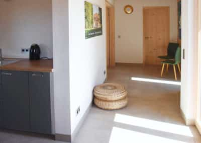 Seminarraum innen EIngang und kleine Küche